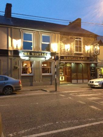 The Vintage Restaurant: The Vintage at night