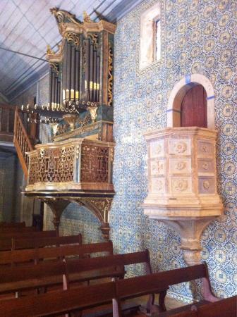 Dornes, โปรตุเกส: Patrimônio histórico, arquitectónico e religioso no interior da igreja de Nossa Senhora do Prant