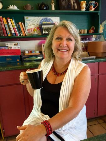 Iris Bagel and Coffee House: Best coffee:  Taste of Texas....in a real coffee mug!