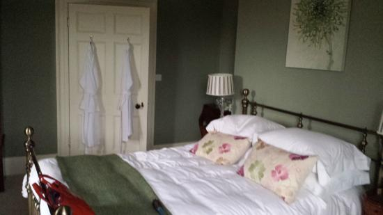 Bryn Mair House: king size bed!