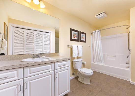 Long Beach, WA: 2 Bedroom Bathroom
