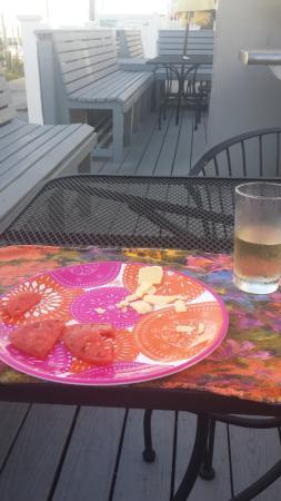 Margarita Villas: Quick lunch on front deck