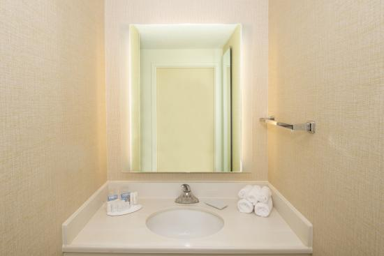 SpringHill Suites Baltimore BWI Airport : Guestroom Bathroom