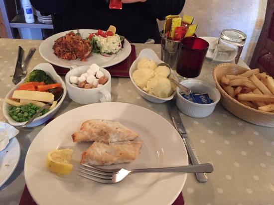 Sibin Pub and Restaurant: Grilled fish & chicken schnitzel