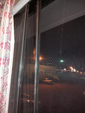 Motel 6 Duluth: window- off track and flopping