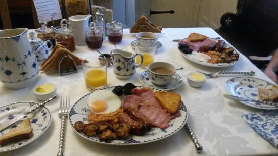 Victoria Cottage B & B: Scrummy Breakfast  :-)