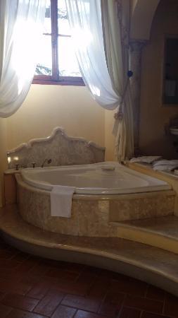 Vicchio, Italia: Bath tub!