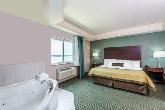 Baymont Inn & Suites Bellevue: Jacuzzi Suite