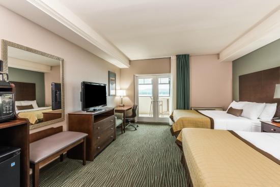 Baymont Inn & Suites Bellevue: 2 Queen Beds Riverview Room