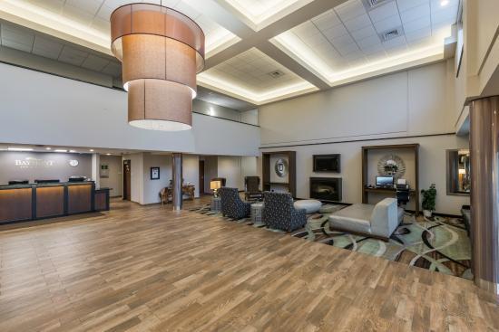 Baymont Inn & Suites Bellevue: Lobby