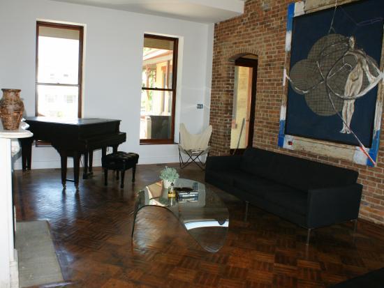 Haverstraw, NY: Casa Hudson's Living Room