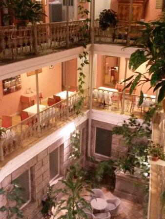Essen Im Ersten Og Bild Von Atrium Hotel Blume Baden Tripadvisor