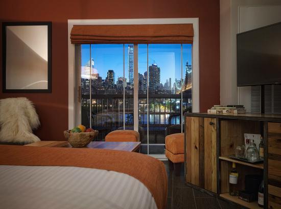 Ravel Hotel: King Penthouse w/balcony