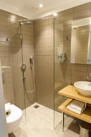 Badkamer eenpersoonskamer - Picture of Amadi Panorama Hotel ...