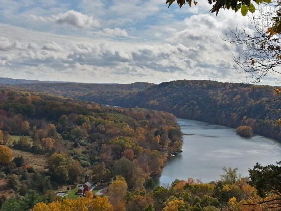 New Milford, CT: View from the top of the Blue Trail: Lake Lillinonah Lover's Leap State Park