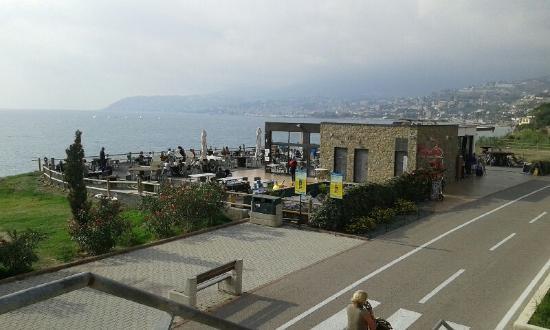 La terrazza sul mare - Picture of Pit Stop - Ristoro la Vesca ...