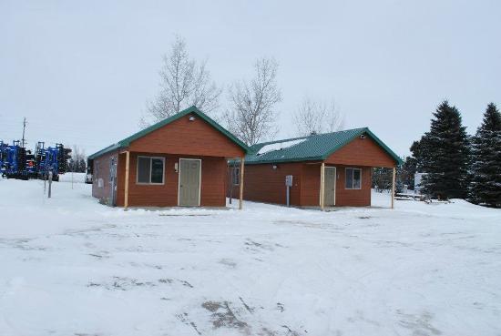 Webster, SD: Cabins at Cafe Property