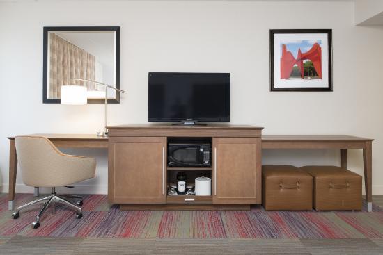 "Hampton Inn Grand Rapids-South : 42"" HD TV, desk, microwave, and mini-fridge"
