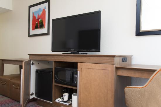 "Hampton Inn Grand Rapids-South : 42"" HD TV, mini-fridge, and microwave"