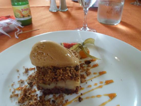 Restaurant La Liodiere: crumble poire sur un sablé glace caramel