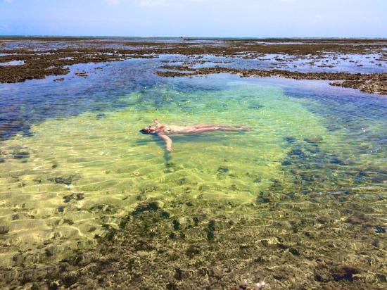 Patachocas Beach Resort: Piscinas naturais em frente ao hotel