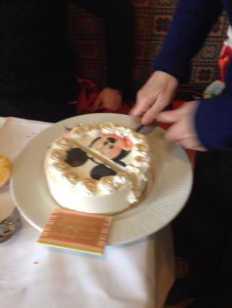 Gateau anniversaire restaurant disney