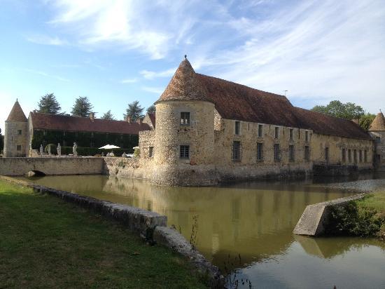 Vue du ch teau picture of chateau de villiers le mahieu villiers le mahieu - Villiers le bacle chateau ...