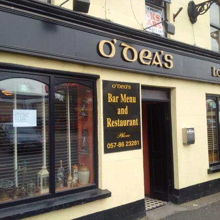 Portarlington, Irlanda: Exterior of O'Deas