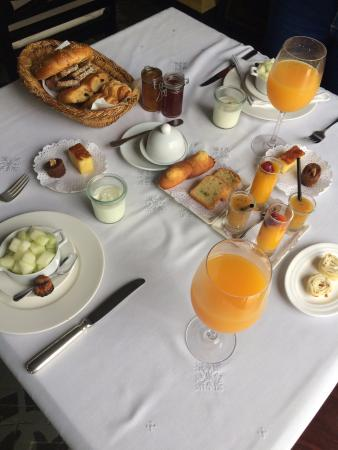 Riad Villa Blanche: Breakfast, and it kept coming