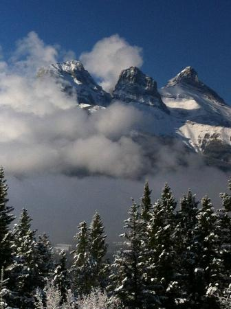 HI-Canmore/Alpine Club of Canada: View of Three Sisters from the Clubhouse
