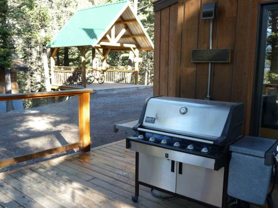 HI-Canmore/Alpine Club of Canada: Kitchen Beck and Bicycle Shed