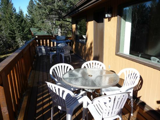 HI-Canmore/Alpine Club of Canada: Bell Cabin deck