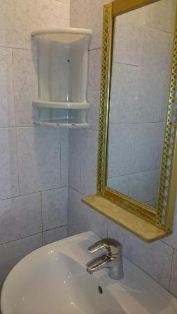 Oktyabrskaya Hotel: ванная комната