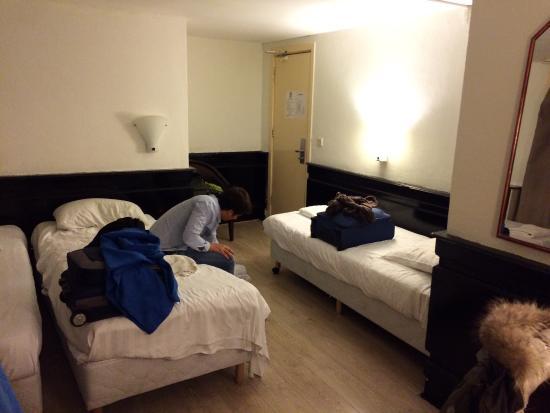 Hotel Manofa: Giorni di buio nella topaia