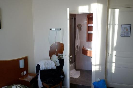 Mooie Moderne Badkamers : Mooie moderne badkamer let verder niet op onze rommel picture