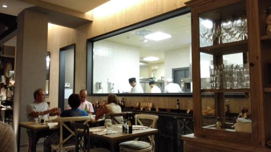 Le restaurant vue sur la cuisine foto di granaio caff e cucina milano tripadvisor - Granaio caffe e cucina ...