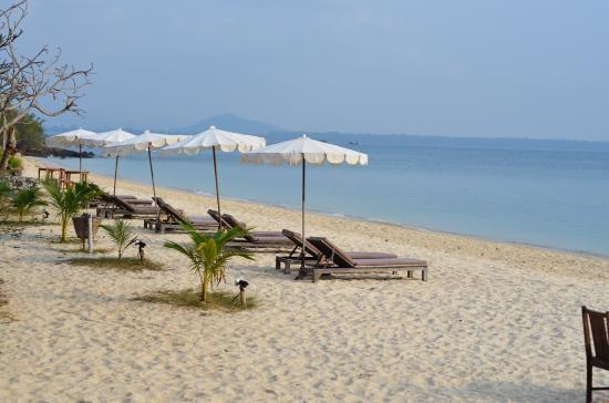 Mooban Talay Resort: пляж