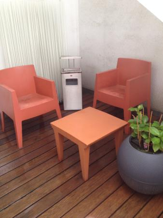 Alma Boutique-Hotel: Roof terrace seating area