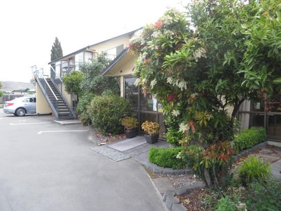 Colonial Motel: Deck