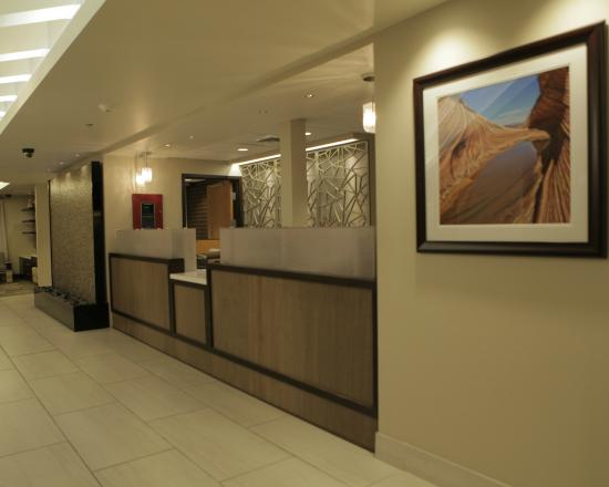 Best Western Plus at Lake Powell : Hotel Reception Desk