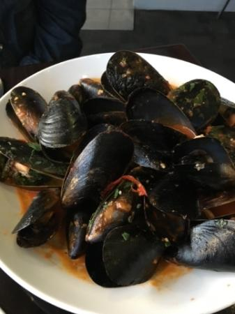 The Red Cray: Chilli mussels with sauce poured over and in too flat a bowl so cool