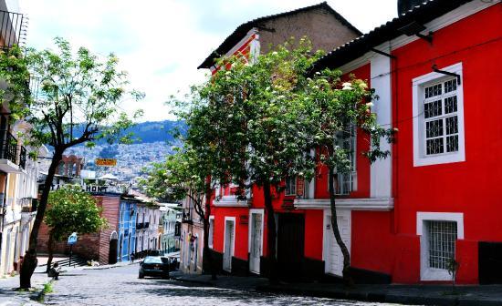 La Guayunga Hostel Quito: VISTA DE LA FACHADA DESDE LA CALLE ANTEPARA