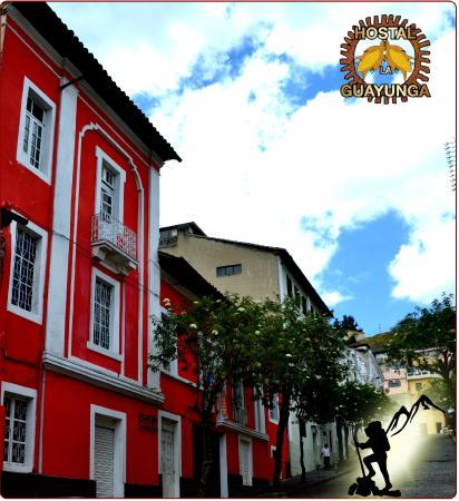 La Guayunga Hostel Quito: FACHADA DEL HOSTAL LA GUAYUNGA DESDE LA CALLE JOSE ANTEPARA