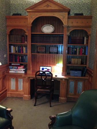 Wentworth Mansion: Library