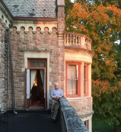 Stirling Guest Hotel: A veranda of sorts