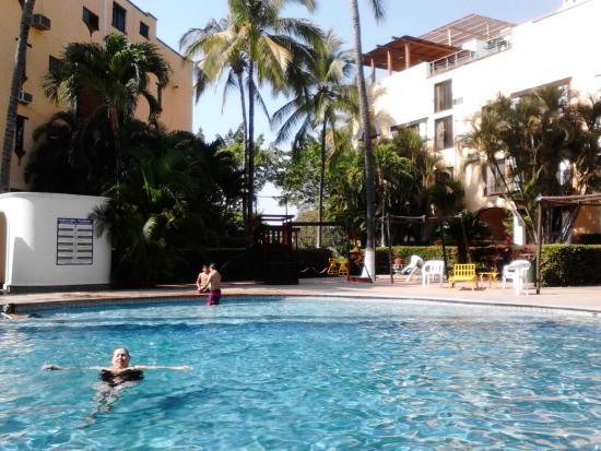 Puerto de Luna All-Suites Hotel: alberca enorme y limpia