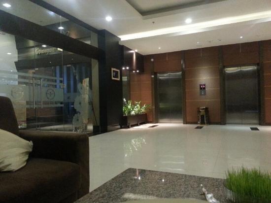 Nagoya Mansion Hotel & Residence: the lobby