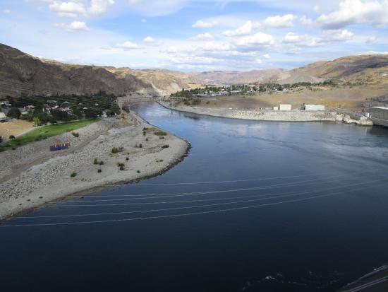Coulee Dam, WA: Looking downstream from top of dam