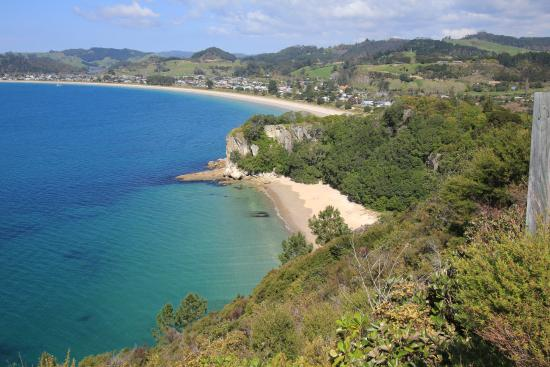 Coromandel Peninsula, Nowa Zelandia: the view back over Cooks from that cliff at the north end