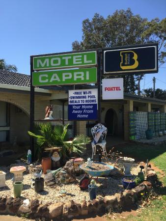 Balranald Capri Motel : Front of Motel